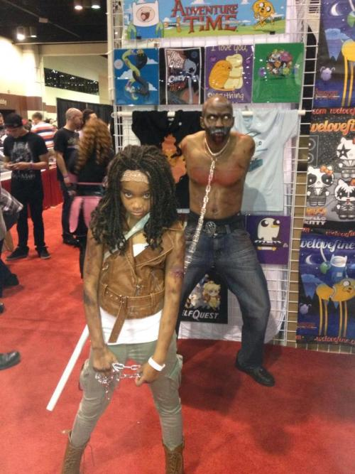 chassidyh:  zombienightingale:  -A girl cosplaying as Michonne and her dad as her zombie pet.   Dad of the Year!  That is so awesome!!  My dad would never do that haha, this guy needs an award.   I don't even watch the show, but I know enough to know that this is awesome.