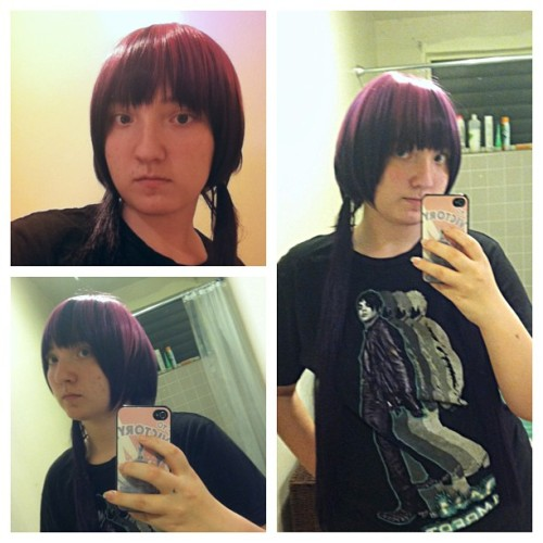 So I cut the bangs of my Izumo Kamiki wig a few months ago. I thought I still had to cut it,but I don't. It was weird wearing it,I look really different in person. Please excuse my no makeup on face.