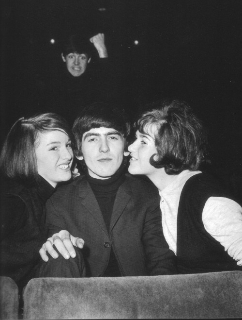 edskee:  fuckyeahthebeatles:  juliasegal:  Paul McCartney photobombing George Harrison!   Bahahaha