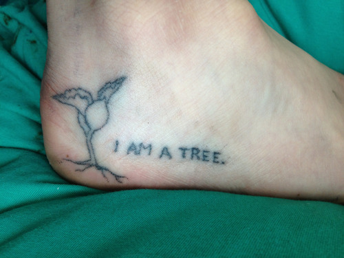 fyeahstick-n-poke:  fresh stick'n'poke, done last night by yours truly. still needs a layer or two.