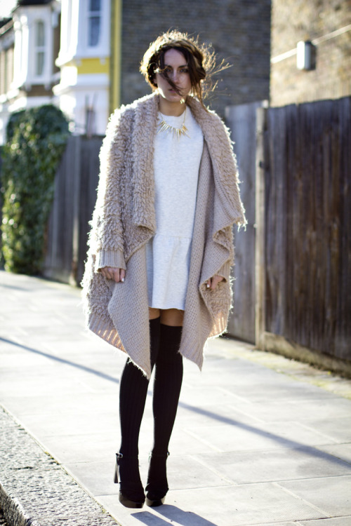 Orion London cardigan, Zara dress and wedges, Topshop necklace and socks [source:lucitisima]