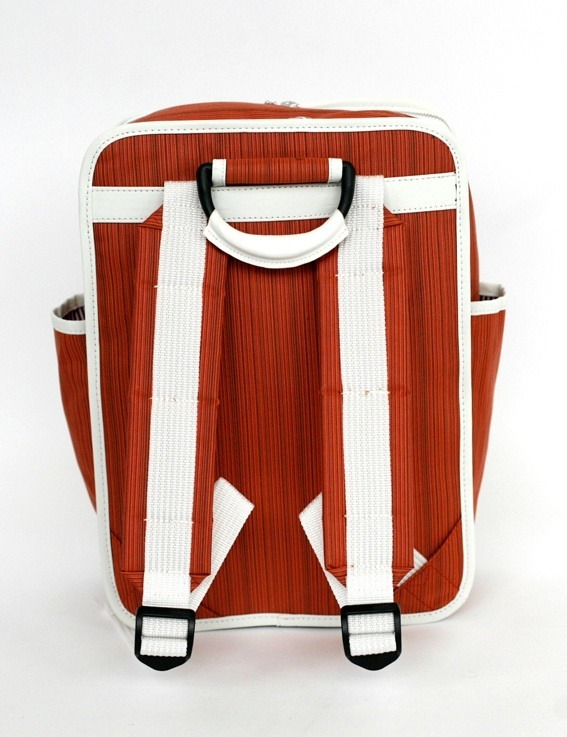 Goodordering backpack in rust, retro lines, modern technology