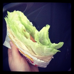 yoga-bunny:  thatearthygirl:  this is what you get when you order lettuce and tomato wrapped in lettuce at #innout. #rawvegan #rawveganstyle #lovemyveggies #thegirldidntknowhowtoringitup #salt&pepper  my dinner :D  Looks yum
