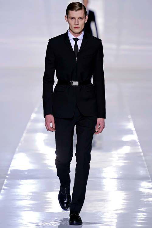 sweetsweetgold:  synasthesie:  Dior Homme FW13  my husbands wedding suit