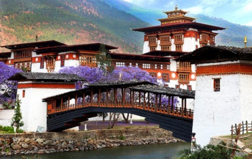 the-beauty-of-asia:  A monastery in Bhutan. (By Prasit_Chansareekorn on Flickr)