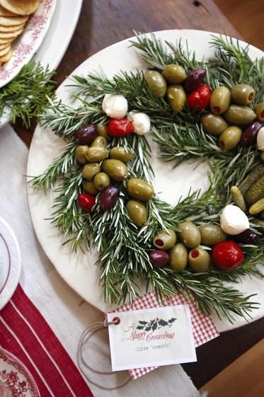 (via merry @ home 12 / olives on rosemary wreath)