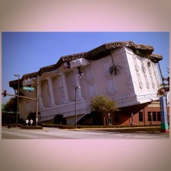 I wanna go explore This awesome upside down building !!! #wonderWorks #Orlando #florida #UpsideDown