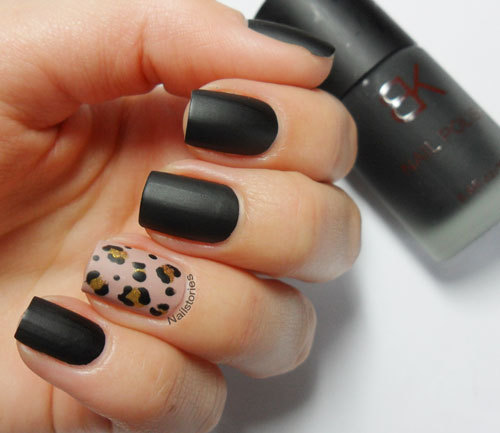 unhasgatas:  Nail Stories: Matte Black & Nude Leopard on We Heart It - http://weheartit.com/entry/54252241/via/marynaoliveira