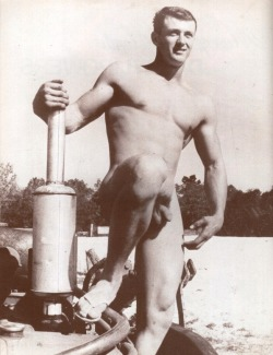 skeetshoot:  maturegayhomoerotica:  Rock Hudson c1948  hold the phone keep holding