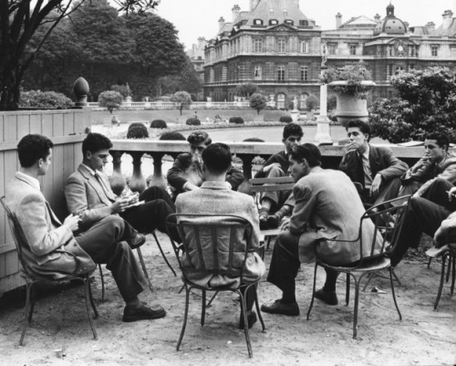 Students from the Sorbonne sit around a table in the Jardin du Luxembourg, c. 1950