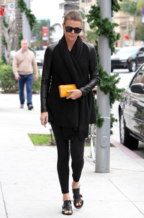 Charlize strolling around LA in her #DonnaKaran leather sleeve wool & cashmere cozy. It's pretty much the perfect item to do errands in don't ya think?