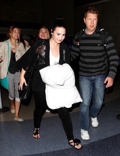 Demi arriving in LA 4/19/13
