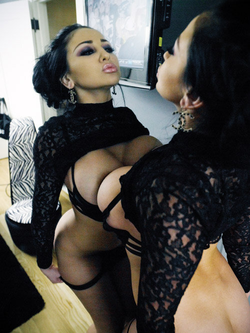 dayumshecangetit:  Follow ONE BIG BLOG, FULLA BAD BITCHES  Click here to submit Gorgeous ;)