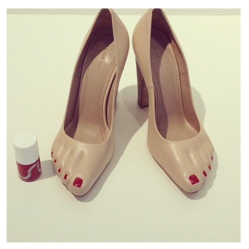pap-aya:  Céline pedicure heels - what do you guys think??