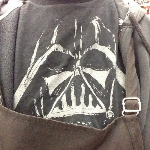 I got the Vader peering over my apron. #StarWars #DarthVader #Tshirt