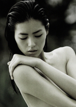 lostinsohoblog:  Liu Wen; Photographed  by; Hans Feurer, Vogue China, April 2011, with love.