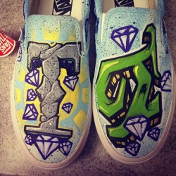 Pair 2 of two for @shiibabyyy #customkicks #customvans #letterbender #earthbender #vans #kicks0l0gy #kickstagram #smeakerhead #graffiti