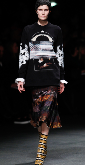 Love the graphics #givenchy #PFW