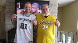 collegehumor:  Tim Duncan is Getting Warm and Cozy With a Fan [Best Photobomb] Closer than court-side seats.  How funny!