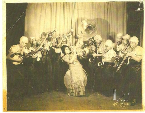 djripley:  The Harlem Playgirls was an African American swing band active in the Midwest and throughout the United States from the mid-1930s to the early 1940s. h/t Vnylist