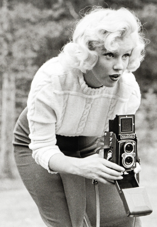 vintagegal:  Marilyn Monroe photographed by John Vachon, 1953