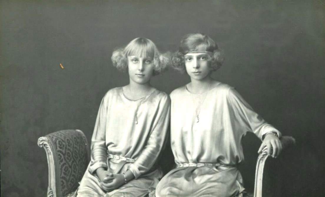 carolathhabsburg:  Infanta Maria Cristina and Beatriz of Spain. Late 1910s.