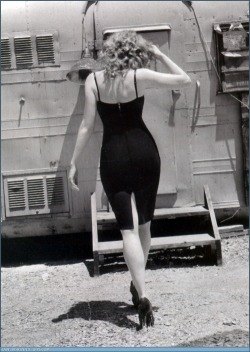 fuckyesoldhollywood:  Christina Hendricks…Strutting Marilyn style…