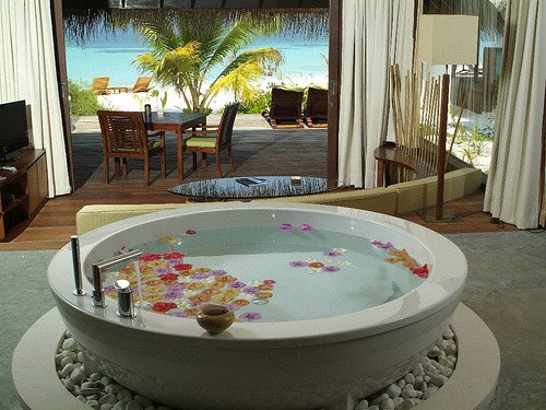 Another awesome bathtub with an amazing view