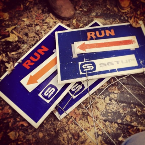 #runner #raleigh #runners #getyourrearingear #running #sports #signs #roadrace #fletcherpark (at Café Carolina and Bakery)