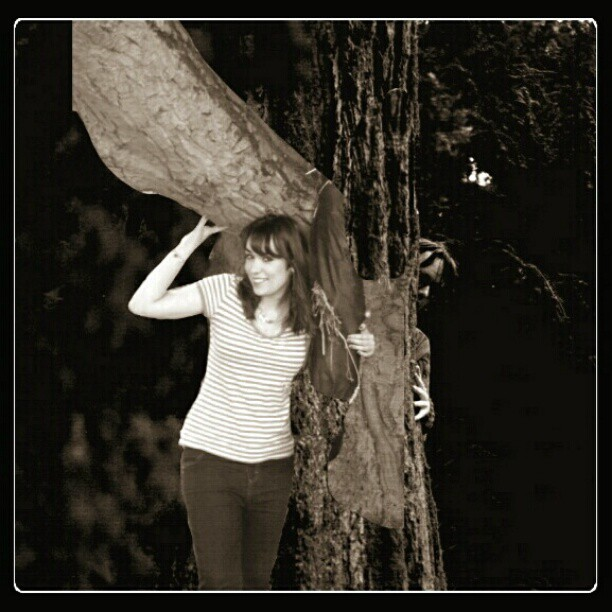 Hide and seek with Jarv ;) #yesImWierd #Me #Tree #TreeHugging #jarviscocker #hippy #seemslegit #love