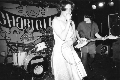 little-trouble-grrrl:  Bratmobile at the Charlotte, Leicester, 1994 (source)