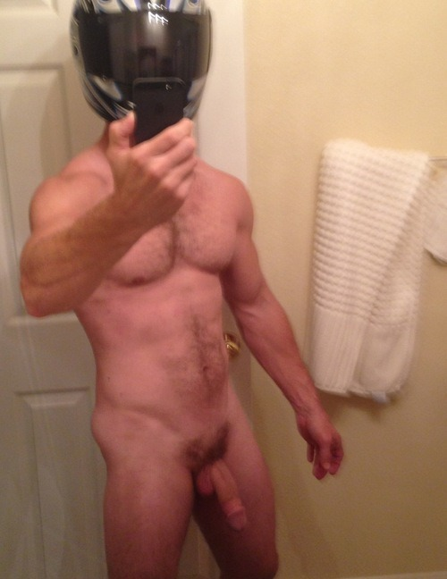 hotcunts:  Now this is a dilf i would jump on the back of his bike with and go back to his for a solid rough raw ass pounding