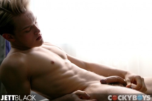 jttblack:  As promised here is the full shot! I know, I know.. I'm naked, what to do? ;)