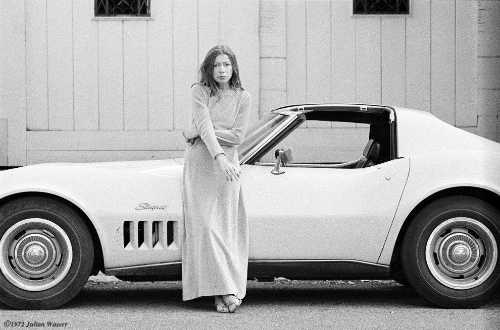 suicideblonde:  Joan Didion photographed by Julian Wasser in 1972