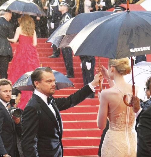 modernvampies:  berry968:  Gentleman: Leonardo passed his umbrella to Elizabeth Debicki happy to stand in the rain as he protected her designer gown  He probably doesn't care about the gown and is just being a nice dude