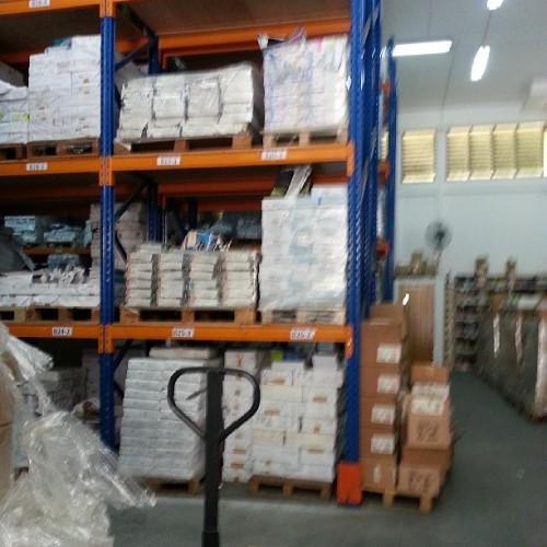 Every singaporean kid's nightmare. A warehouse full of assessment books and dictionary.lol. and i took a forklift today. Perks of my job.. though ppl think if its xin ku. But to me, i consider this a perk. Haha