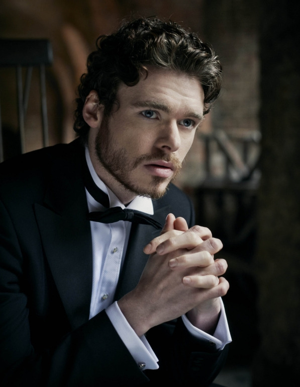 acollectionofwellbehavedbeards:  richard madden (via my new plaid pants)  damnnnn, boy!