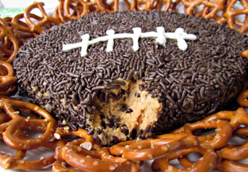 thecakebar:     Peanut Butter Football Dip