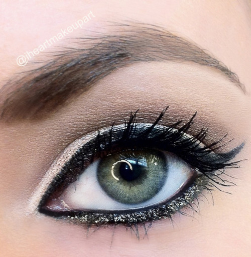 Cat eye with gold sparkle. Tutorial for this look is on instagram page @iheartmakeupart