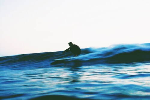 thesunsetsessions:  #SoCalStyle (Slide & glide.) Photo: Willie Kessel