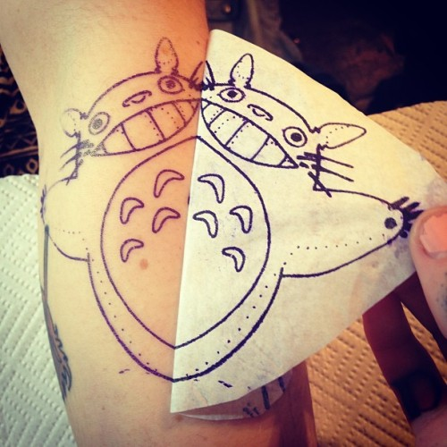 ahistoryofweedcraft:  Eeeeeeee I can hardly contain my excitement! #tattoos #handpoketattoo #totoro #ghibli #studioghibli #ilovetotoro #graceneutral @dustnbonestattoo