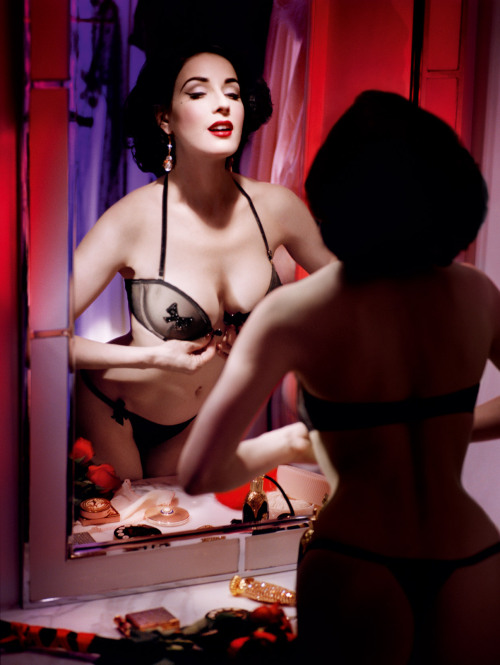 vintagechampagnefever:  The perfect Dita