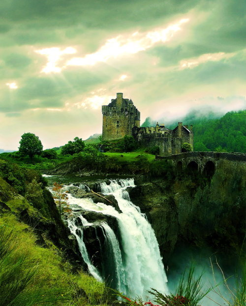 Waterfall Castle, The Enchanted Mountains photo via dingdong