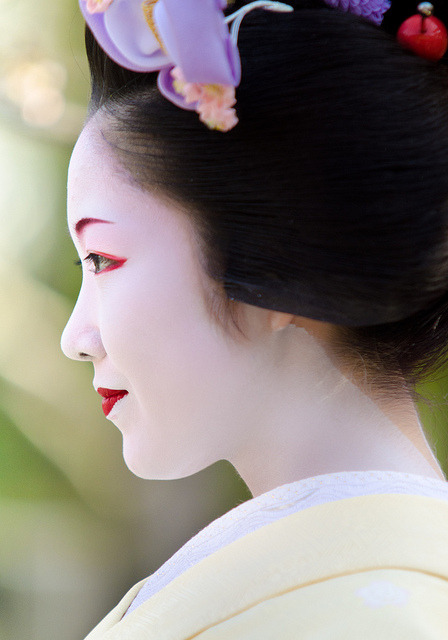 geisha-licious:  maiko Toshikana by INHIU on Flickr