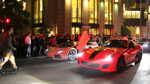 LP700 vs 599GTO By RWXX