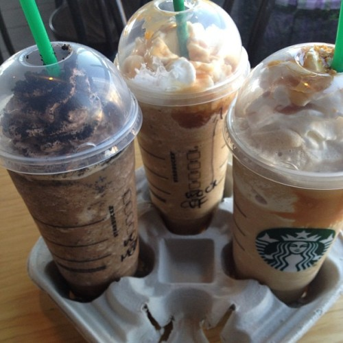 All three #starbucks ventis for only $6 😱😱😇😍 now that's what I like!! #happyhour  (at Starbucks)