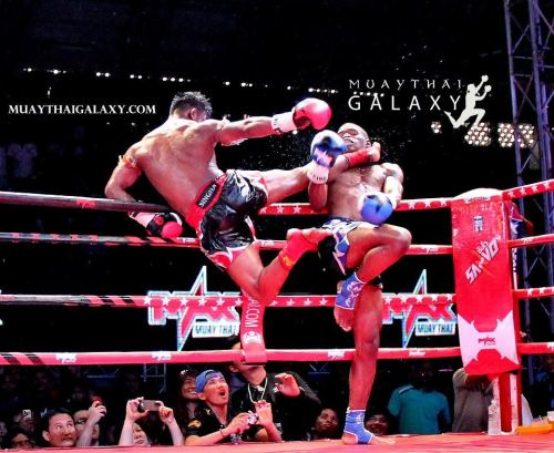 vagabondhowl:  BUAKAW Vs WATSON at Max Muay Thai. Photo by Norman Pelletier