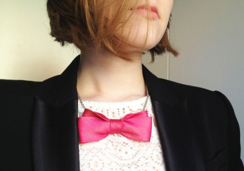 alfabettezoupe:  DIY Bow Tie Necklace