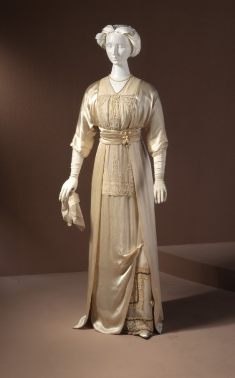 omgthatdress:  Wedding Dress 1912 The Los Angeles County Museum of Art