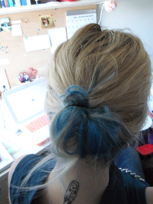 """Top layer blonde, bottom layer blue and it makes an incredible looking messy bun :) Can't wait to show up to my ultra-serious Marketing lecture this week!"" haha, thanks for sharing! :)"